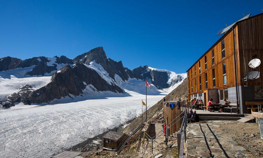 SAC Finsteraarhornhütte